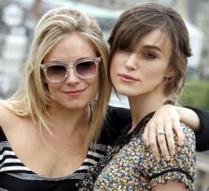 """Keira Knightley et Sienna Miller : à l'écran comme dans la vie de tous les jours, les deux actrices du film """"The edge of love"""" affichent leurinfailliblecomplicité."""