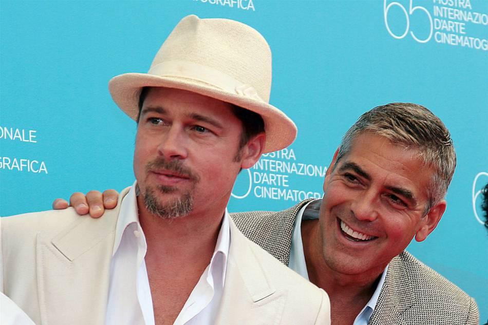 Brad Pitt et Georges Clooney : craquants et torrides, les deux hommes les plus prisés d'Hollywood sont bien évidement complices à l'écran et dans la vie de tous les jours. Canon !