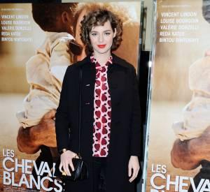 Louise Bourgoin s'est concocté un joli look rétro, confirmant son penchant pour les imprimés.