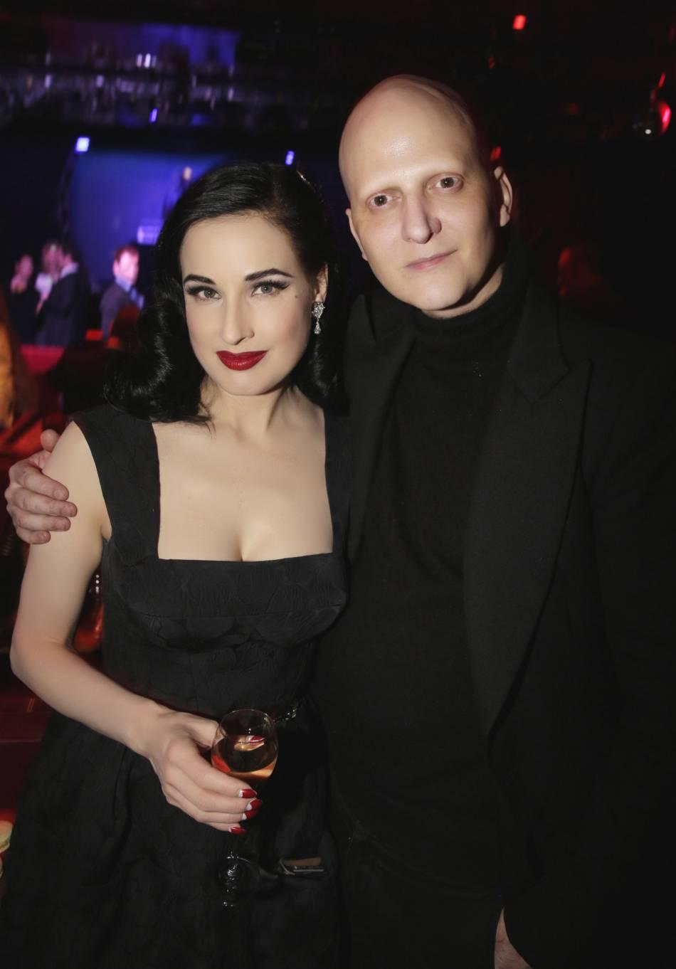 Dita Von Teese et son directeur artistique Ali Mahdaviaprès les répétitions.