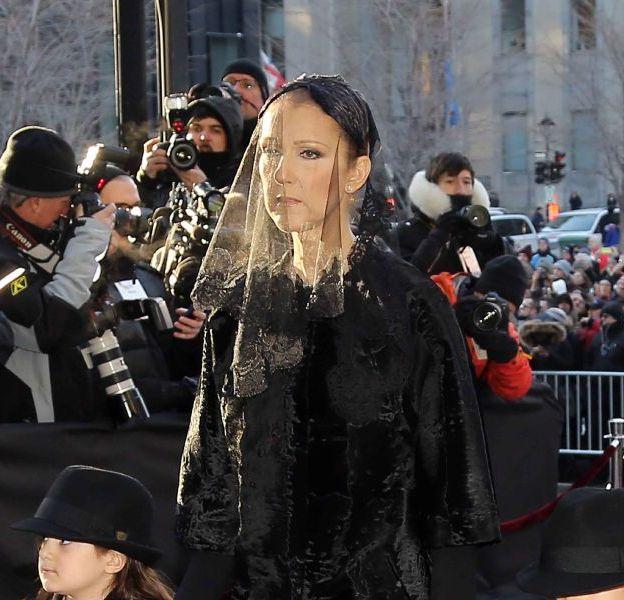 Céline Dion arrive à la basilique de Montréal en compagnie de ses fils et de sa mère vendredi 22 janvier 2016.