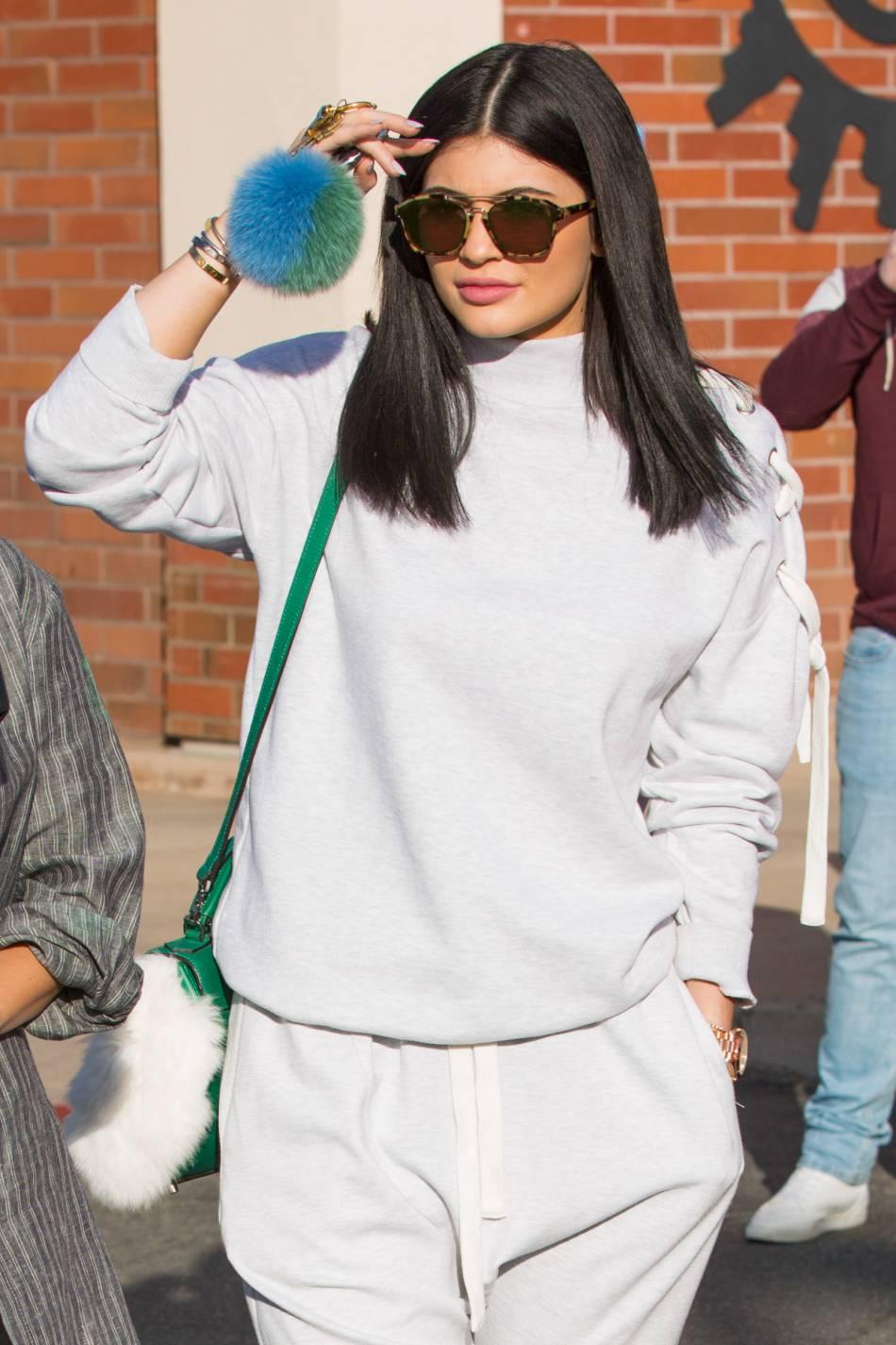 Kylie Jenner  la cadette se fait piéger par ses soeurs Kourtney et Khloé