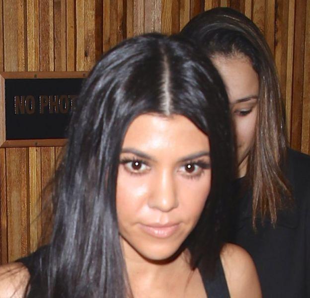 Kourtney Kardashian sort d'un restaurant à Hollywood le 22 janvier 2016.