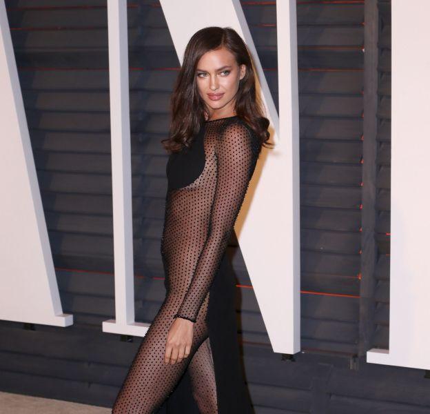 Irina Shayk se veut plus sexy que jamais dans son hôtel pour son after show Versace.
