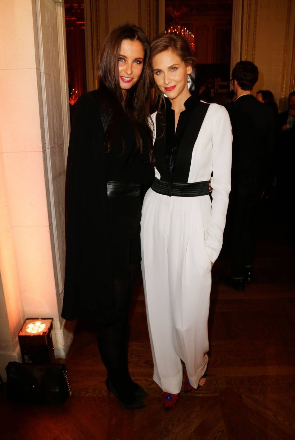 Malika Ménard et Ophélie Meunier, un duo black & white sexy à souhait.