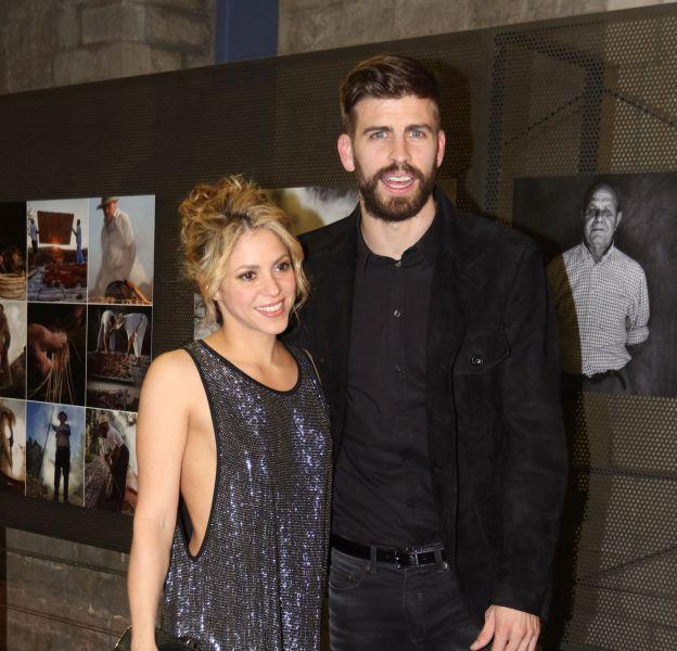 Shakira, très sexy dans sa petite robe à paillettes au bras de Gerard Piqué.