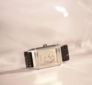 """Montre """"Reverso Classic Duetto"""", mouvement mécanique à remontage automatique. Boîtier en acier et diamants, bracelet en plastique."""
