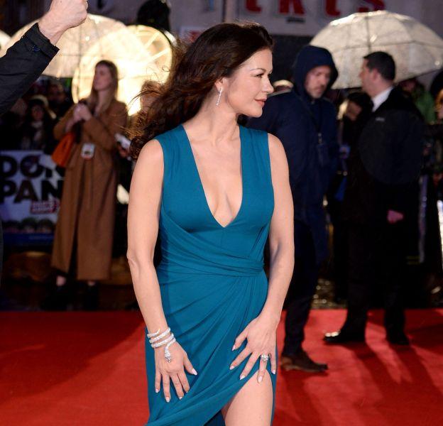 """Catherine Zeta-Jones à l'avant-première de """"Dad's Army"""" le 26 janvier 2016 à Londres."""