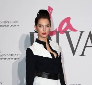Frédérique Bel, femme fatale sensuelle pour l'anniversaire d'Emanuel Ungaro