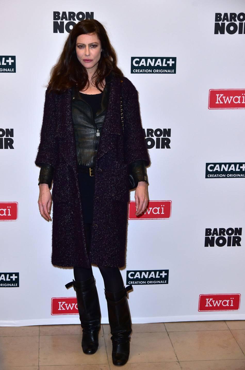 """Anna Mouglalis fait mouche lors du photocall de la nouvelle série de  Canal+ , """"Baron noir""""."""