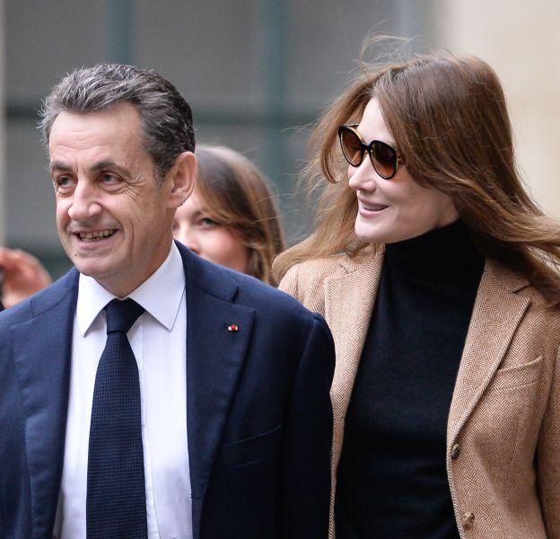 """Dans """"La France pour la vie"""", Nicolas Sarkozy revient sur sa présidence du pays ainsi que sur la façon dont Carla Bruni-Sarkozy a été malmenée, notamment par François Hollande."""