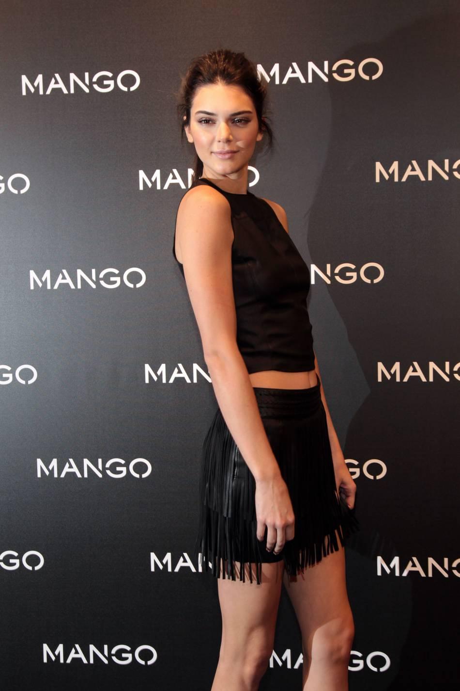 Kendall Jenner opte pour une tenue entièrement en cuir.
