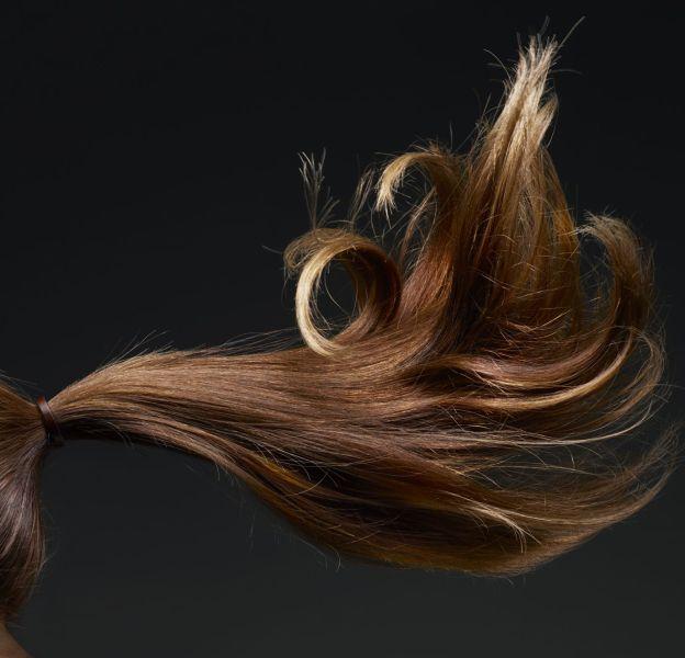 Il existe une astuce très (très facile) pour faire paraître ses cheveux plus longs.