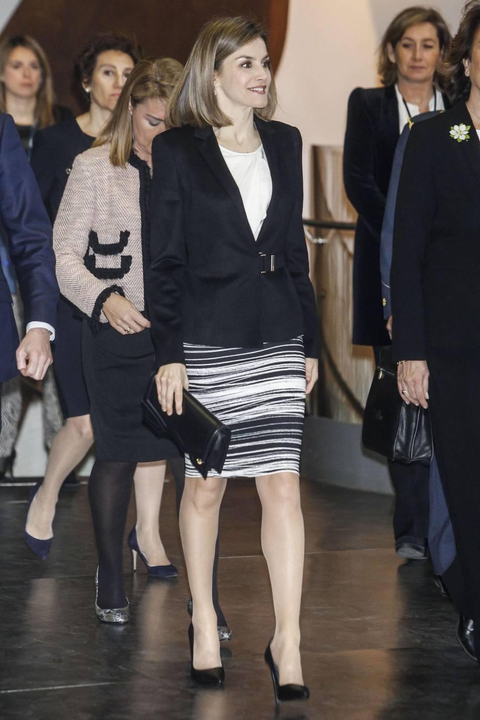 Letizia d'Espagne, ravissante en tailleur jupe. Copiez son look !