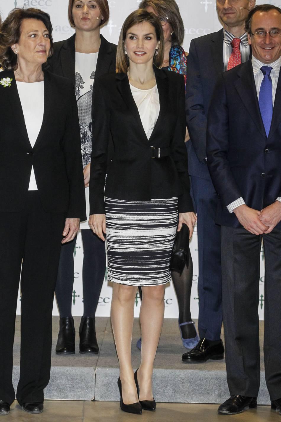 Letizia d'Espagne, une reine élégante au look d'executive woman.
