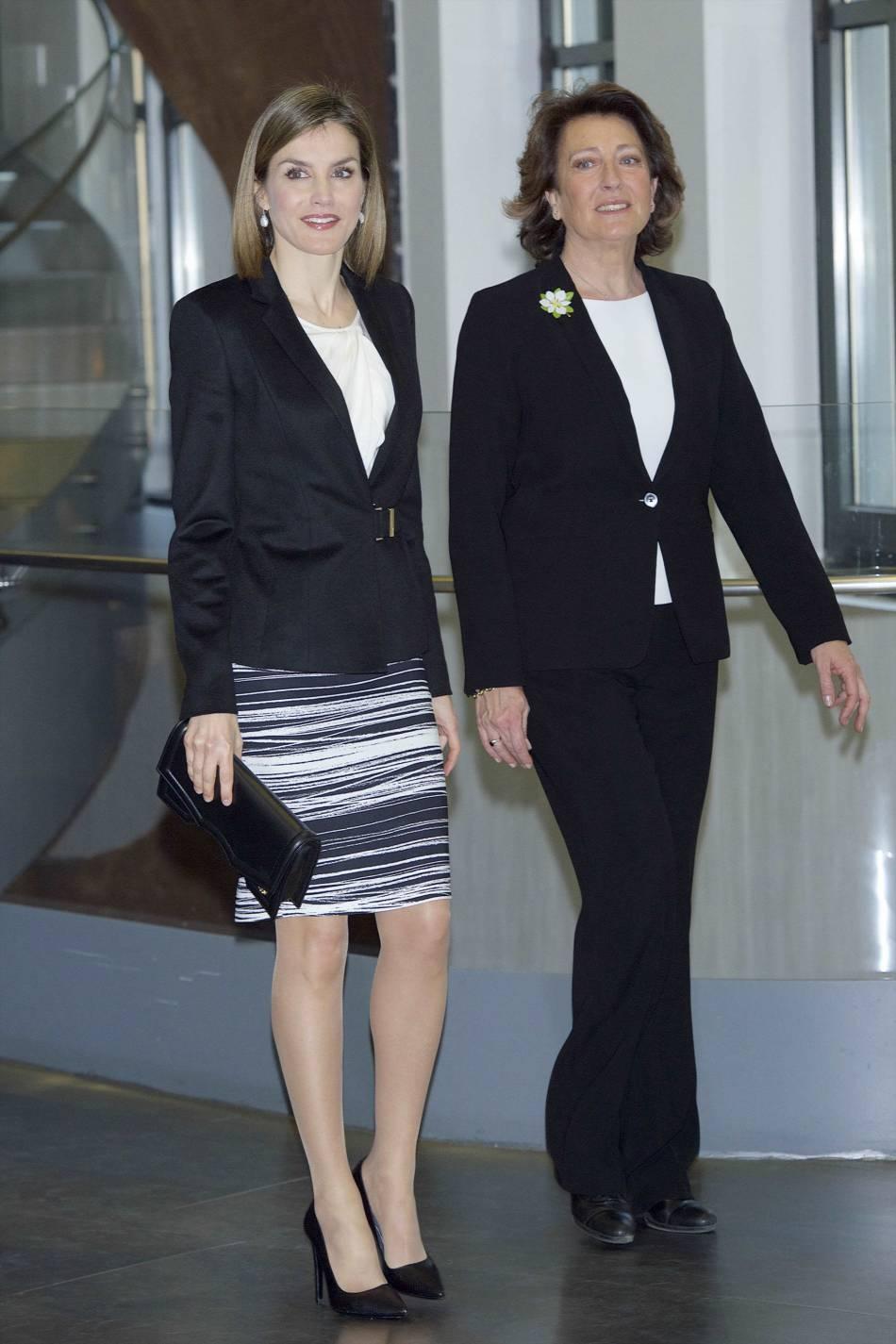 Letizia d'Espagne a assagi sa garde-robe mais elle reste très lookée. On adore son tailleur.