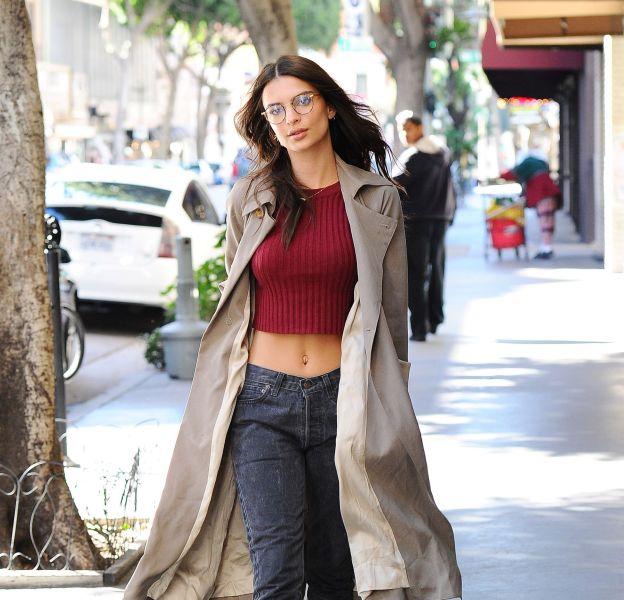Emily Ratajkowski a fait une apparition très sexy dans les rues de Los Angeles.