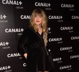 Daphné Burki : sexy, elle ose la mini robe noire en velours