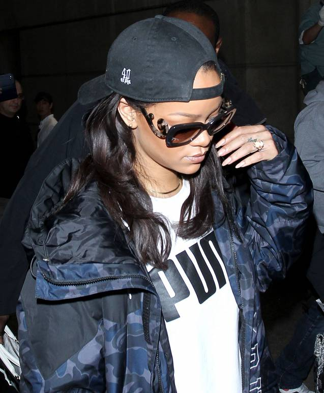 Il y anecore quelques jours Rihanna avait les cheveux longs.