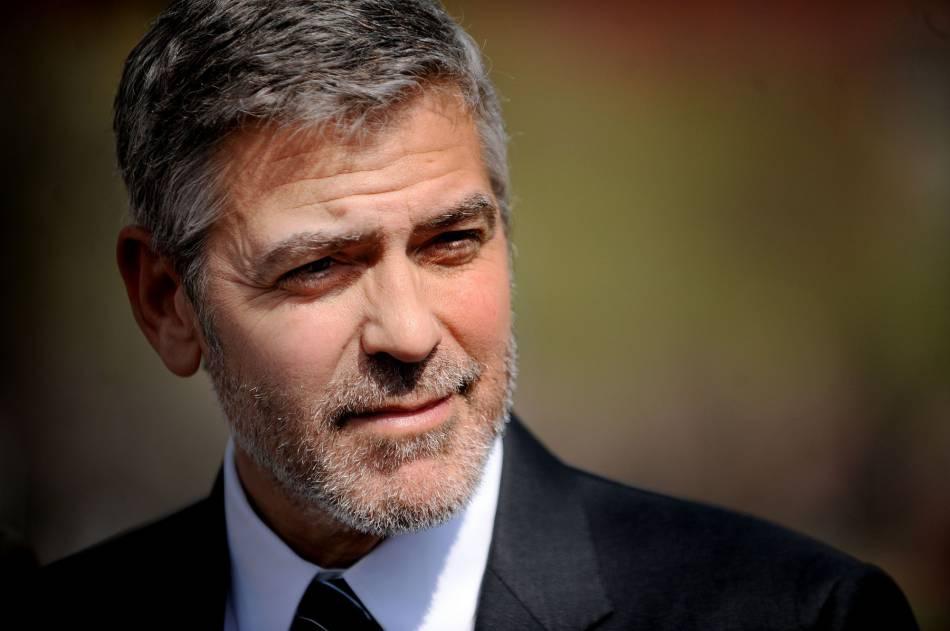 George Clooney revient sur sa demande en mariage chaotique et fait rire Ellen DeGeneres.