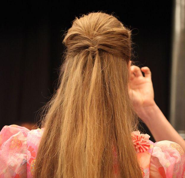 Une coiffure chic en moins d'une minute.