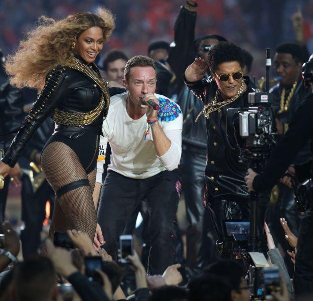 Coldplay, Beyoncé et Bruno Mars ont assuré le show de la mi-temps du 50ème Super Bowl la nuit du 7 au 8 février 2016.