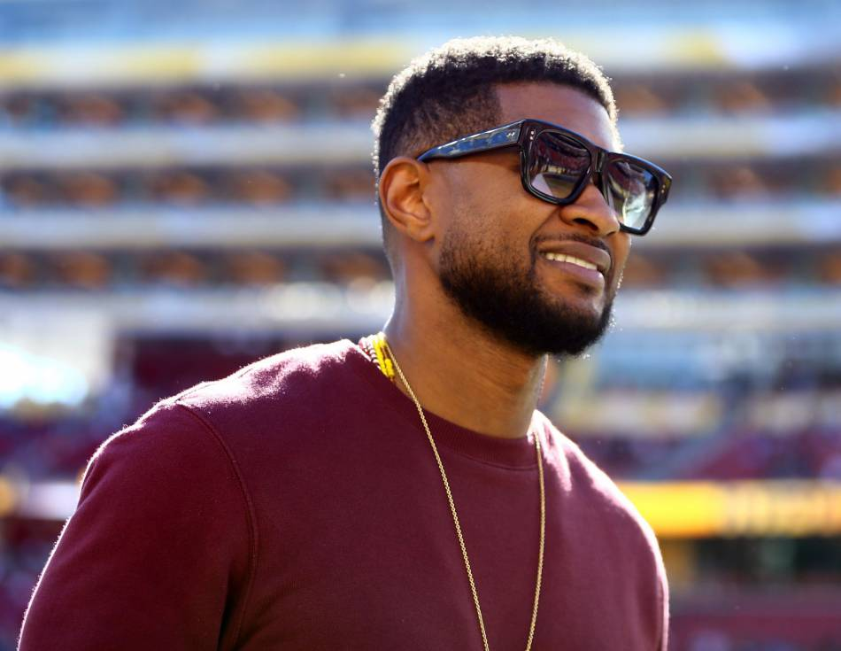 Usher au stade Levi\u0026039;s pour assister au Super Bowl