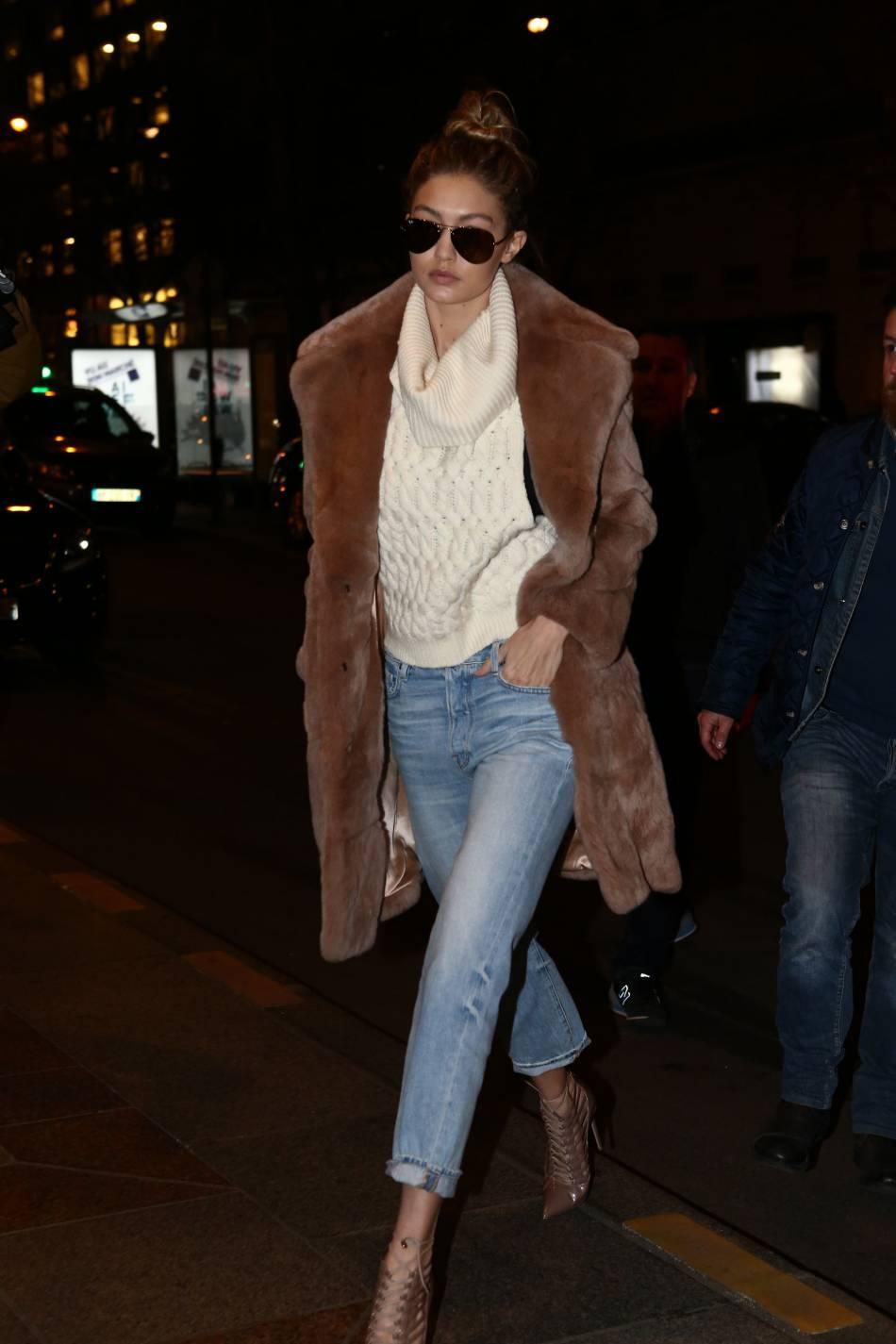 En plus d'être un supermodel, la jeune femme est considérée comme une it girl pour son sens du style pointu.