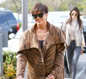 Kris Jenner fait tomber ses vêtements pour le Harper's Bazaar.