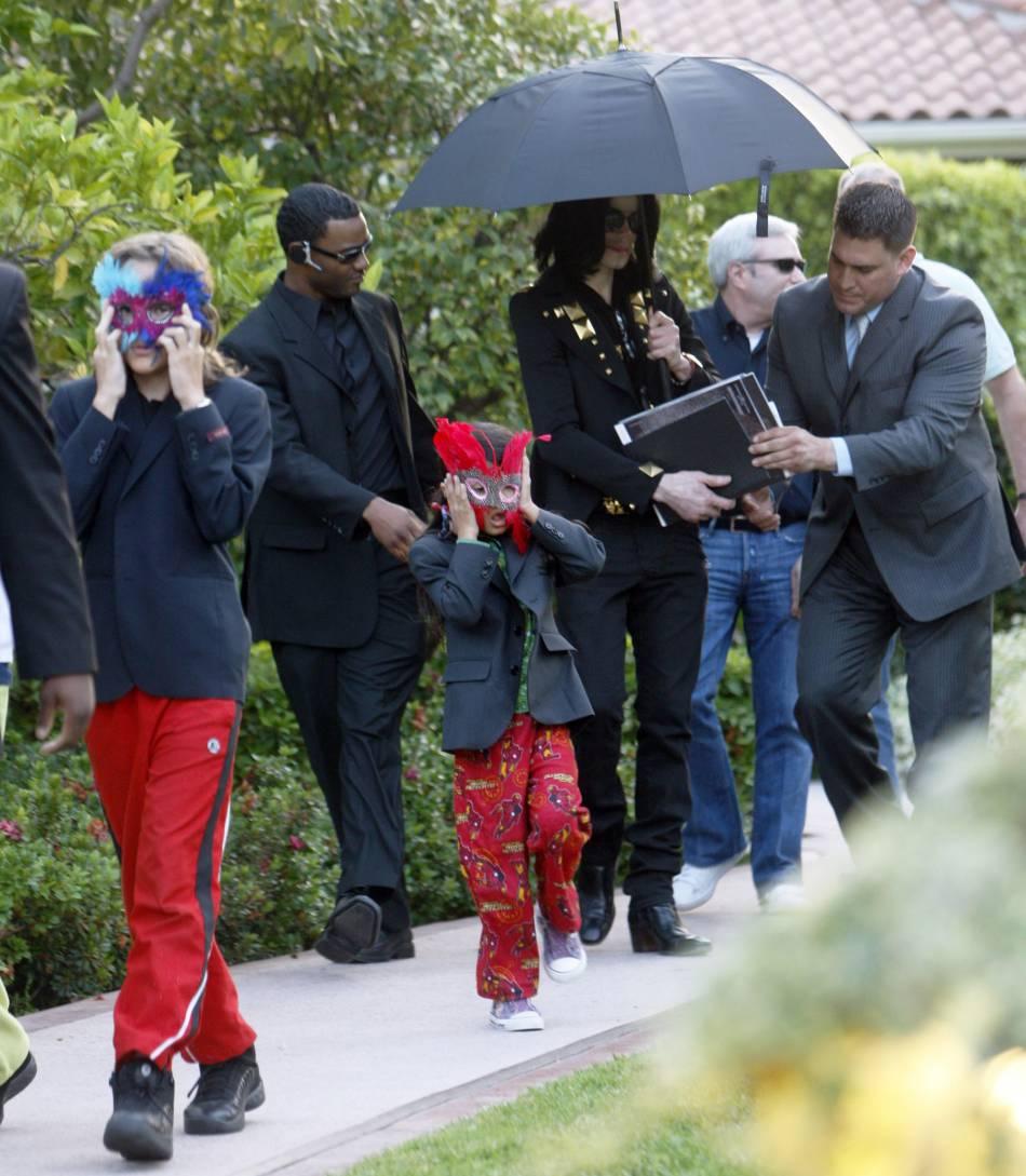 Hormis quelques shootings, Michael Jackson a pris soin de dissimuler ses enfants devant les paparazzis.