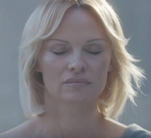 """Pamela Anderson dans """"Connected"""", un court métrage de Luke Gilford."""
