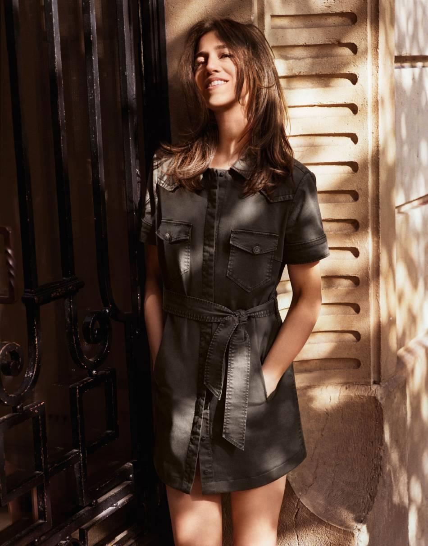 Charlotte Gainsbourg porte la robe safari J Brand x Comptoir des Cotonniers.