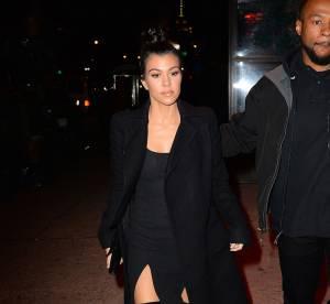 Koutrney Kardashian ose la robe fendue pour une sortie au restaurant !