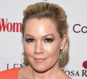 Jennie Garth et son visage ultra lisse. Le résultat d'injections de Botox ?