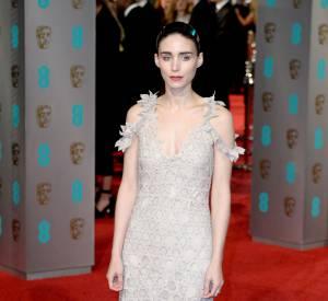 Rooney Mara en Givenchy Haute Couture de Riccardo Tisci aux BAFTA Awards, ce dimanche 14 février 2016.