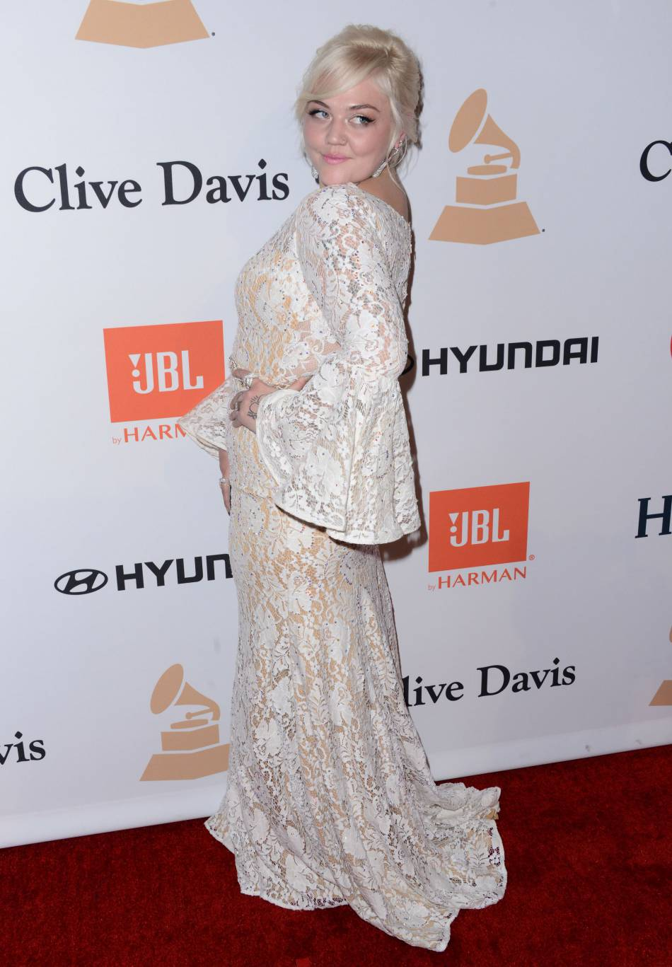 """Elle King au gala """"Pre-GRAMMY and Salute to Industry Icons honoring Irving Azoff"""" au Beverly Hilton Hotel à Los Angeles le 14 février 2016."""