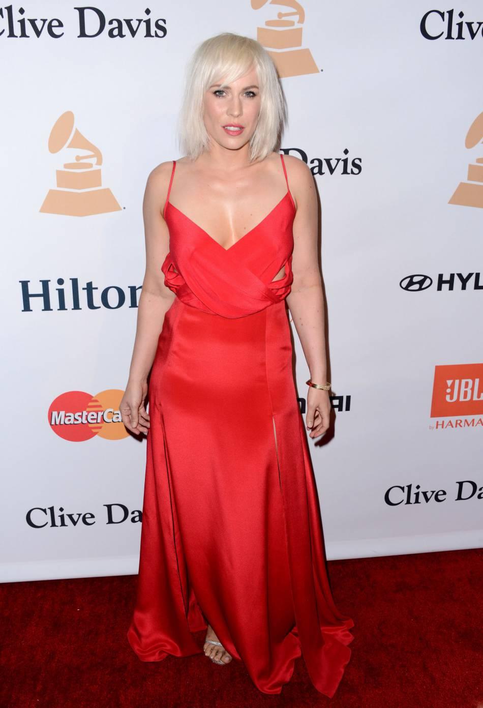 Natasha Bedingfield paris sur le rouge séduction lors du gala pre-Grammy.