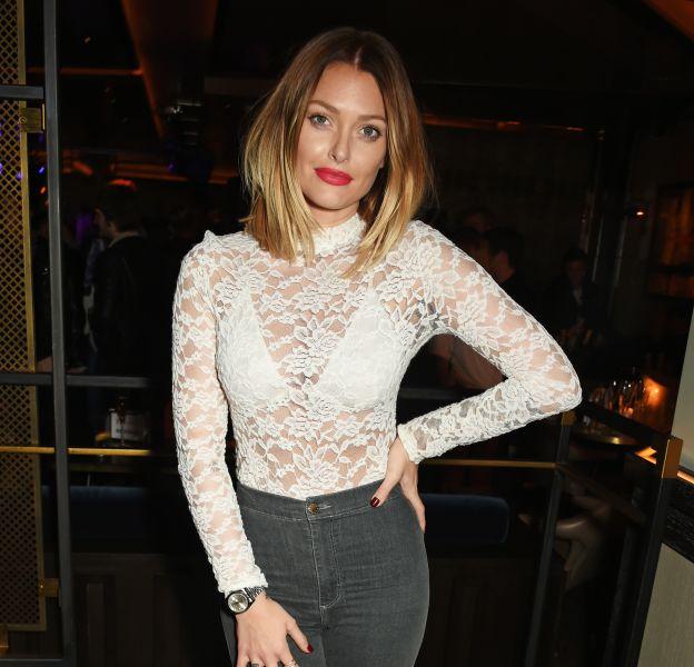 Caroline Receveur se dévoile dans une culotte taille très haute sur Instagram.