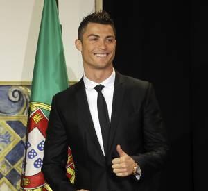 Cristiano Ronaldo exhibe ses sous-vêtements dans les vestiaires.
