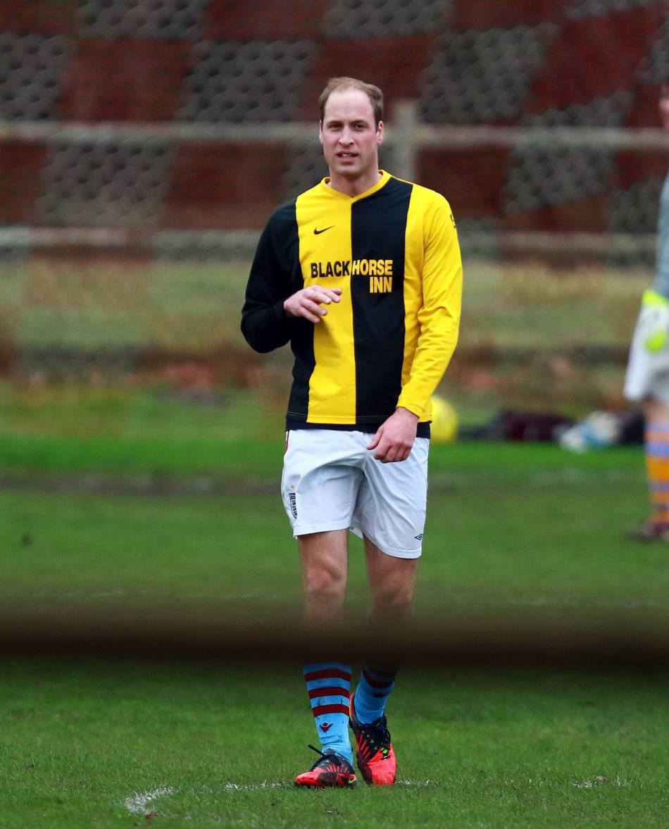 Le prince William pratique lui-même ce sport et est le président de l'Association de Football britannique.