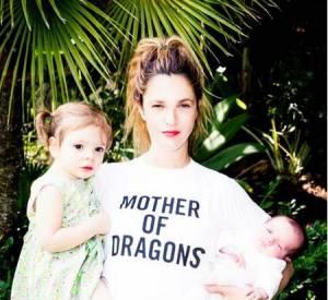 Drew Barrymore est une maman épanouie avec ses deux filles. Séparée de son troisième mari elle est désormais une maman solo et fière de l'être !