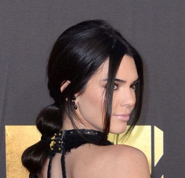 Kendall Jenner apparait fesses nues dans les coulisses des MTV Movie Awards.