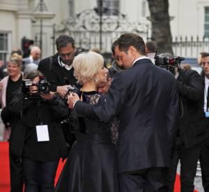 Helen Mirren et le beau Colin Firth : complices et super chic pour une soirée ciné à Mayfair.