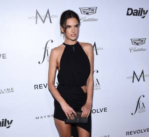 Alessandra Ambrosio : fesses à l'air, la bombe se prépare pour Coachella