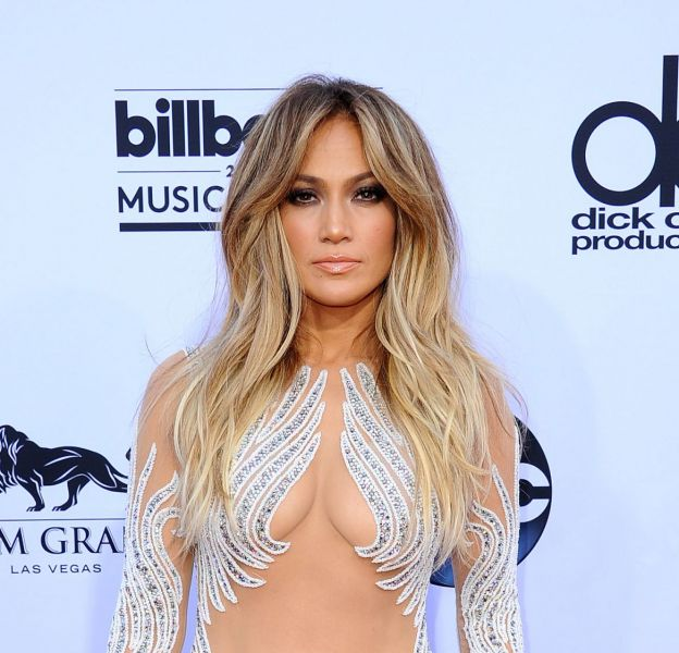Jennifer Lopez pose méconnaissable en cover deW Magazine.