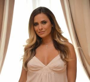 Clara Morgane : seins nus et shorty, elle nous invite au lit
