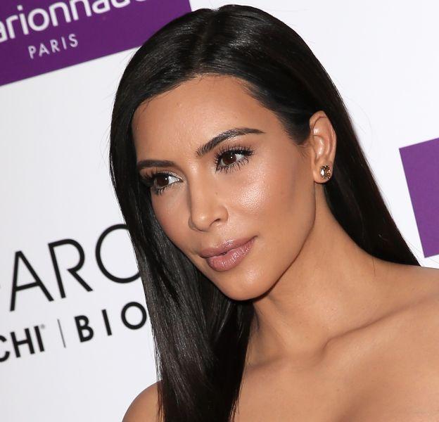 Kim Kardashian, la bordure du front bien nette et elle le regette amèrement !