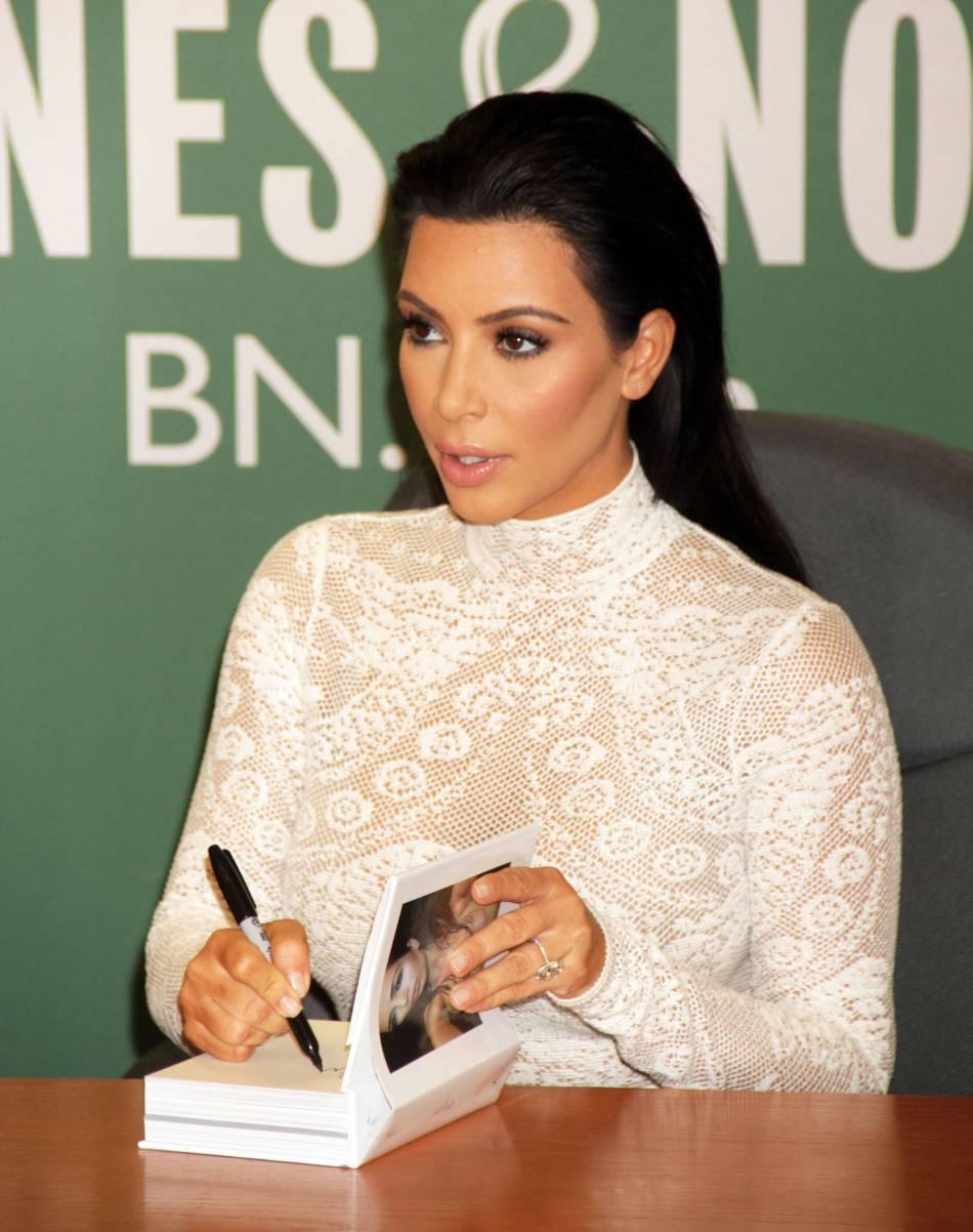 Parce qu'elle ne pouvait plus les voir en peinture, Kim a fait retirer ses cheveux de bébé au laser !