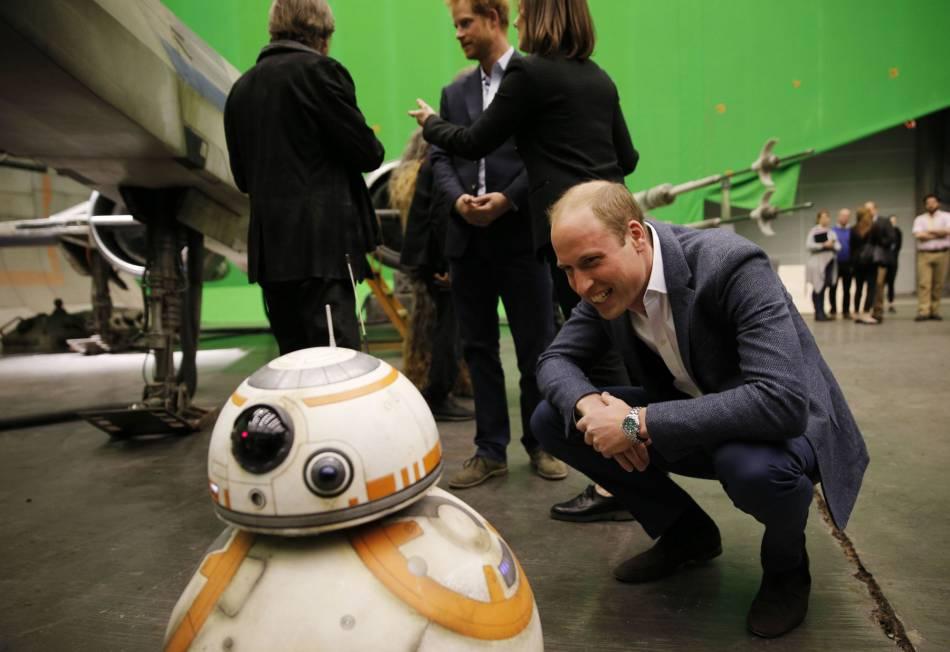Le prince William s'est émerveillé face au célèbre robot BB-8.