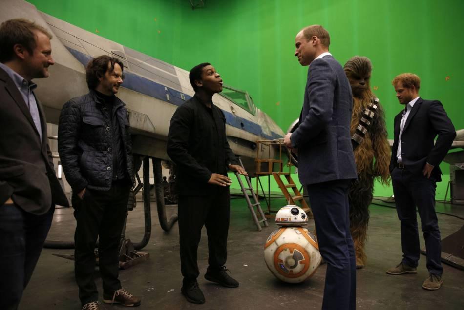 """Le prince William et le prince Harrysont des fans de """"Star Wars"""" comme les autres."""